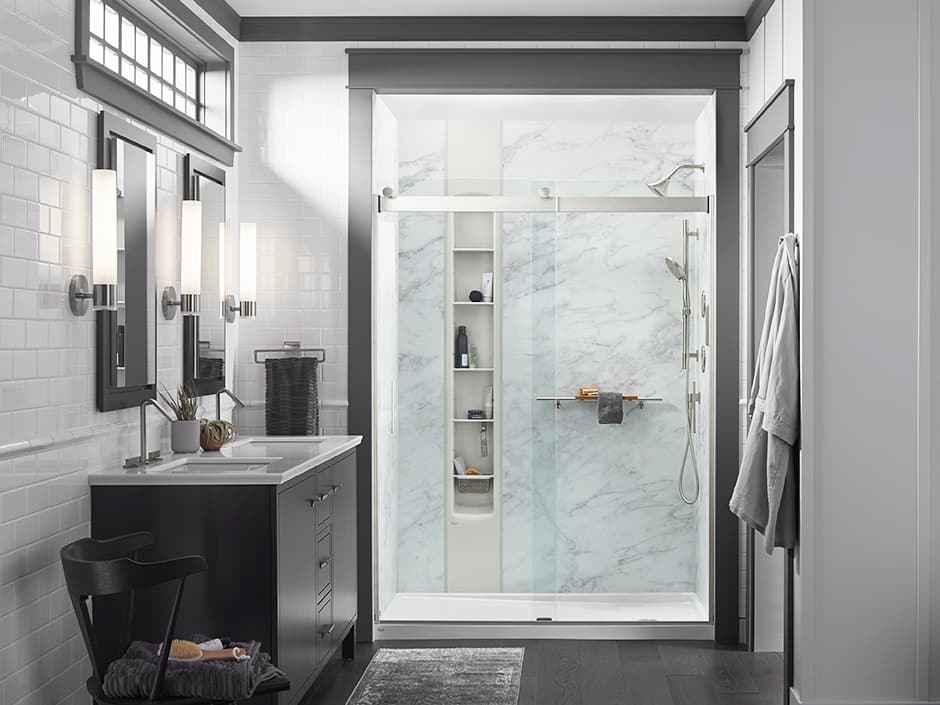 Shower with calacatta crema walls